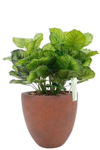 Mooie kunstplant in bruine pot